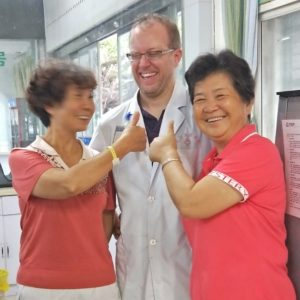 two grandmothers from pu'er without back pain